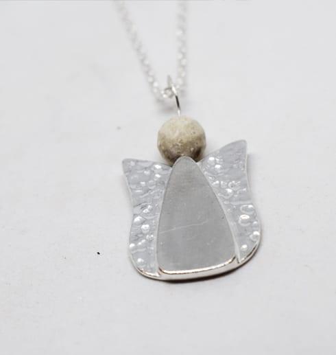 ängel i silver med vit bakgrund