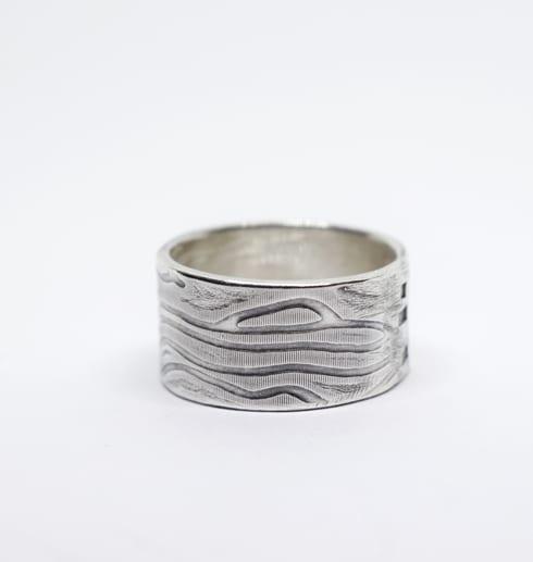 silverring med valsat mönster