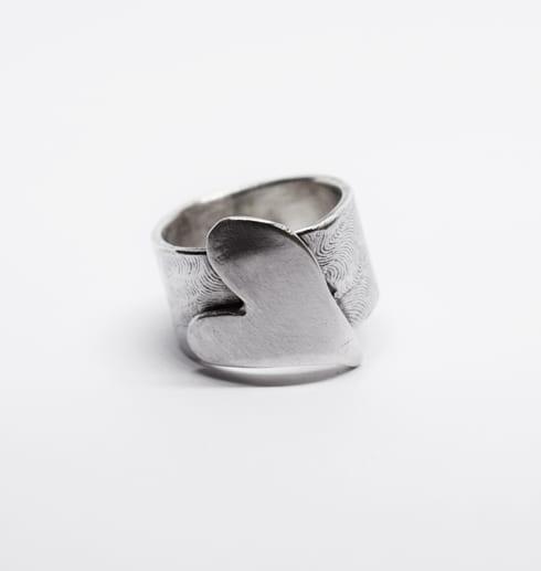 silverring med hjärta på bit botten
