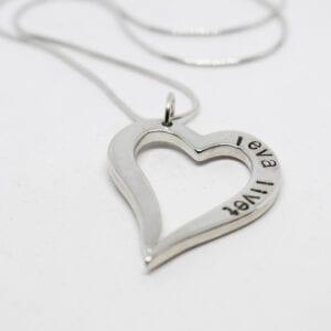 silvehjärta med text på vit bakgrund