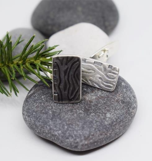 mösntrade manchettknappar i silver på stenar