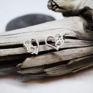 silverhjärtan i form av hjärta med tass på trädgren